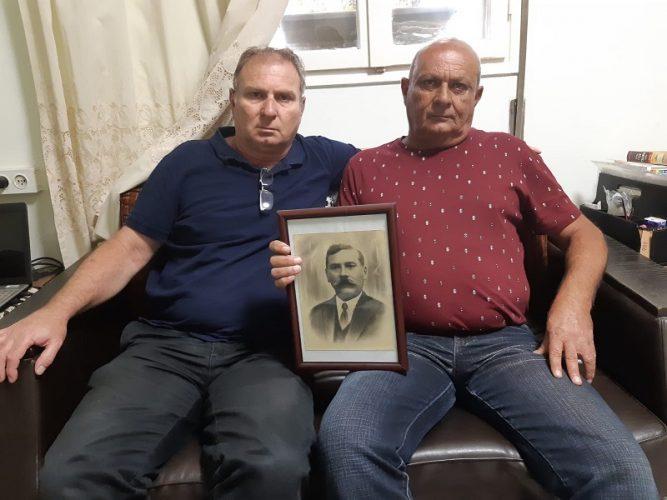 האחים חסיד עם תמונת האב של הדודות