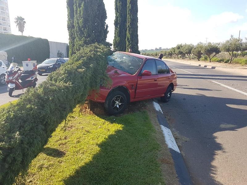 זירת התאונה בכביש מנחם בגין פינת פינת יוספזון (צילום: דוברות איחוד הצלה)