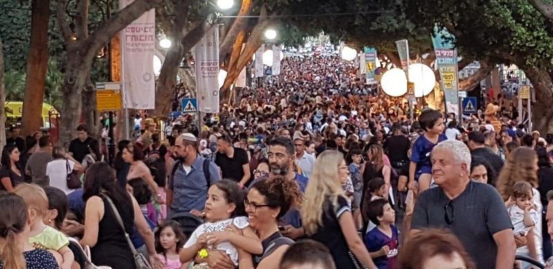 רחוב יעקב מלא מתמיד בפסטיבל הפסלים