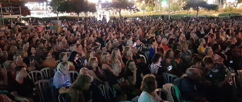 הקהל בהופעתו של אהוד בנאי