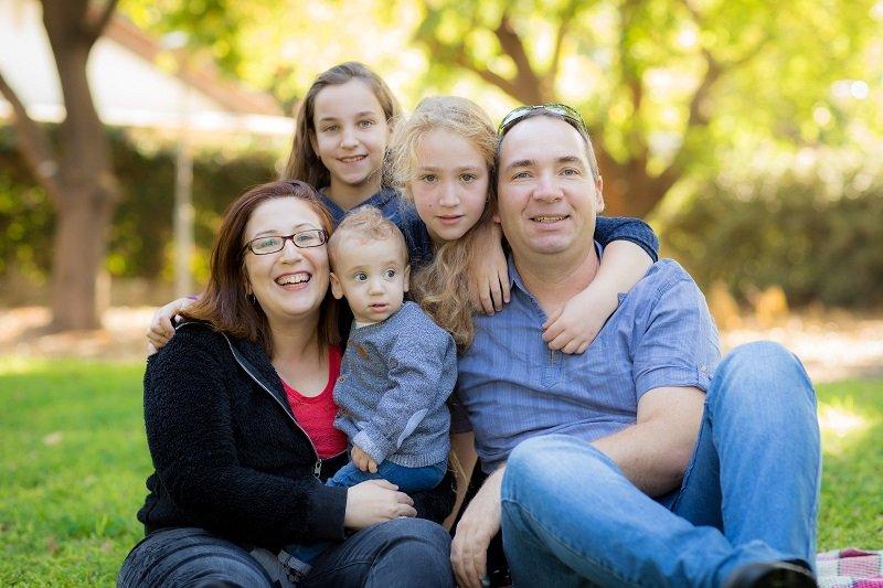 """עו""""ד קארין ברגינסקי ובני משפחתה"""
