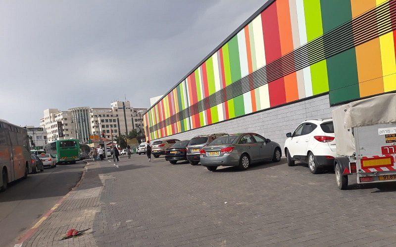 המדרכה ברחוב לבקוביץ' ליד השוק