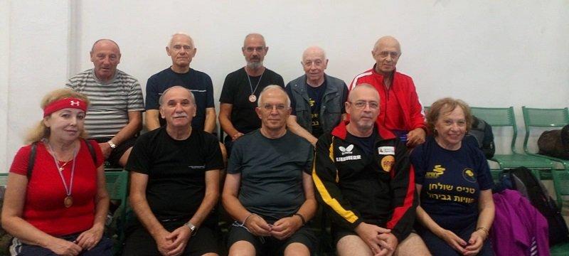 נבחרת הוותיקים בטניס שולחן (צילום: שמעון שר)