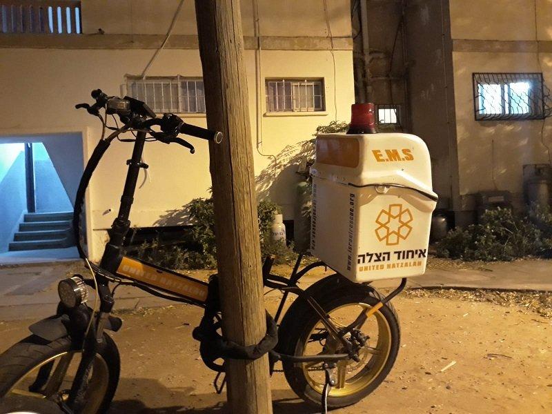 האופניים ללא הכיסא בסמוך לביתו של חצרוני בקרית ההגנה (צילום: דוברות איחוד הצלה)