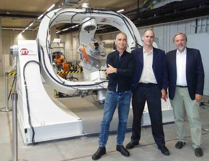 משמאל: פרופ' אילן קורן, פרופ' יואב שכנר ופרופ' קלאוס שילינג