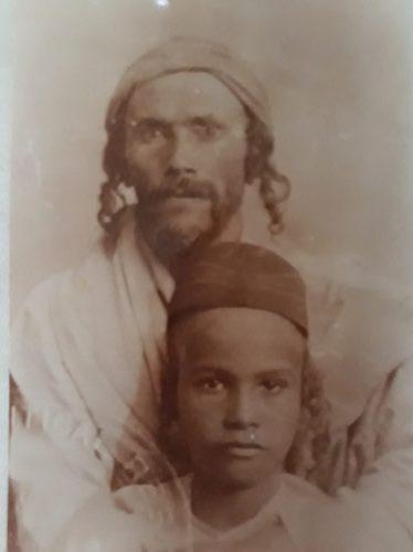 זכריה רצבי, אביה של רותי כשהיה ילד, ביחד עם הסב כשהגיעו לארץ מתימן