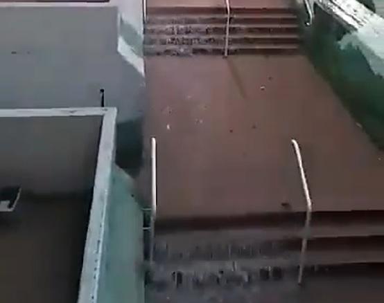 הגשם גרם למפלי מים בבית הספר דה שליט