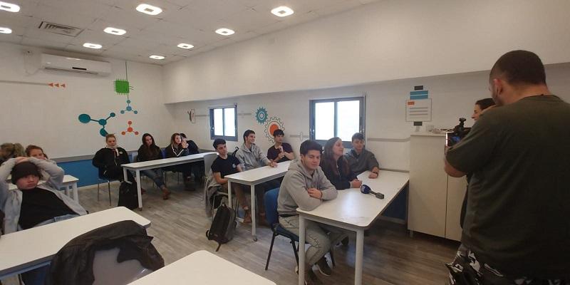 תלמידי עיינות שהשתתפו בניסוי חברתי-חינוכי ללא סמארטפונים (צילום: אסף לוי)