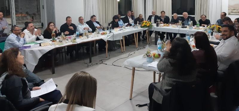 ישיבת מועצת רחובות בבית אקים (צילום: ארז שרווינטר)