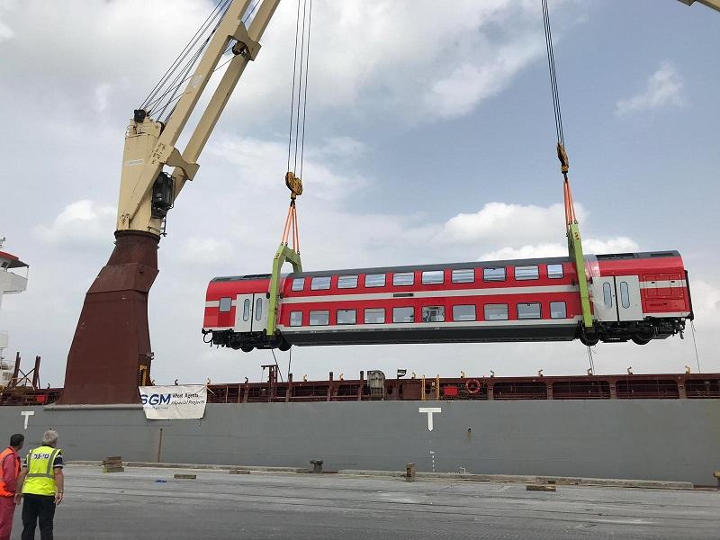 פריקת קרונות בנמל חיפה (צילום: דוברות רכבת ישראל, סיגל ספנות)