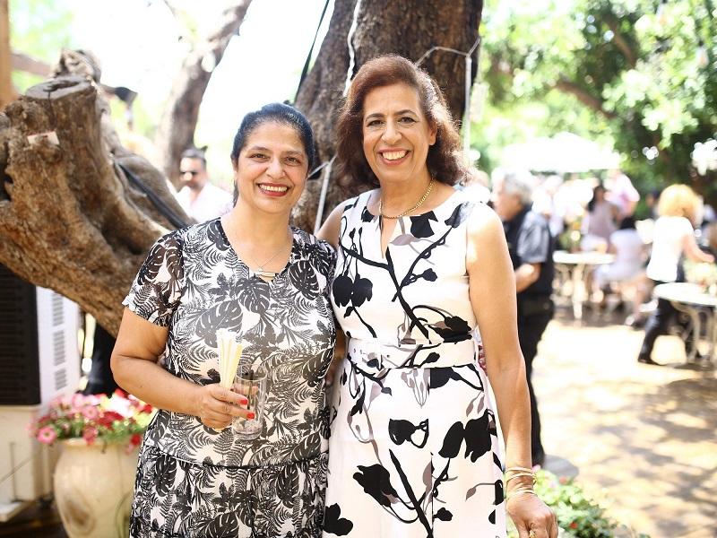 משמאל: פרחיה סרוסי ולילי פרג