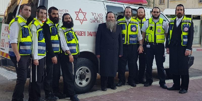 """פנחס הומינר והאברכים המשמשים ככוננים מוסמכים מטעם מד""""א וארגון 'צוות הצלה – רחובות'"""