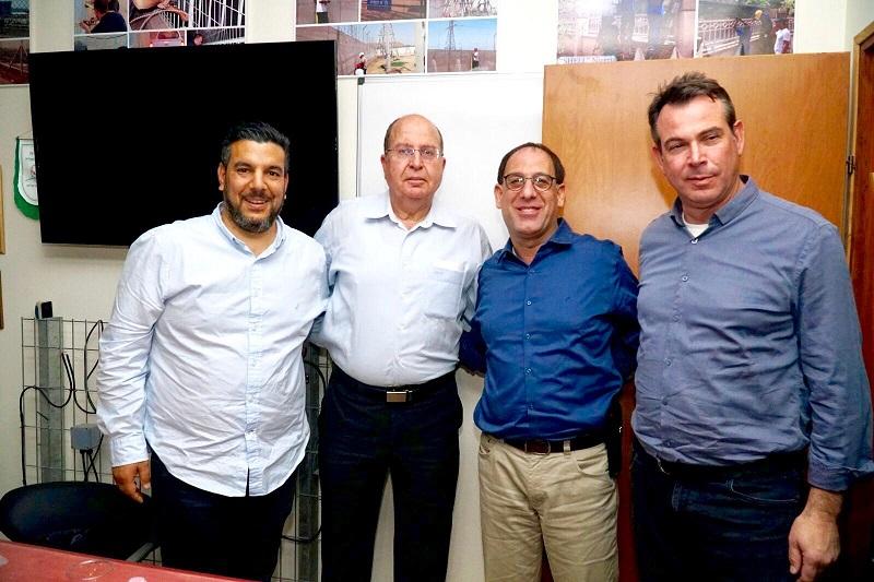מימין: אבי קינד, זהר בלום, משה בוגי יעלון ושמואל דאנזאן