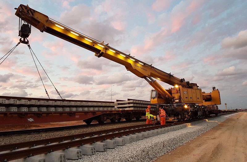 עבודות תשתית ברכבת (צילום: דוברות רכבת ישראל)