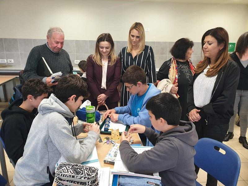 האורחות מרומניה בביקורן בקרית החינוך למדעים