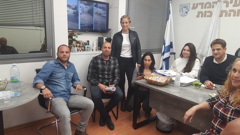 קבוצת פעילים חברתיים מכפר גבירול בפגישה עם בכירים בעירייה