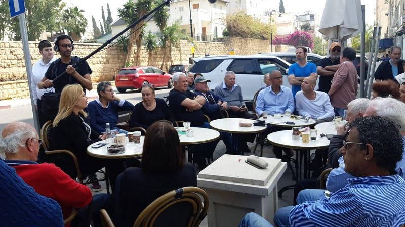איילה חסון והפרלמנט הפוליטי בעוגות דה לה פה ברחובות