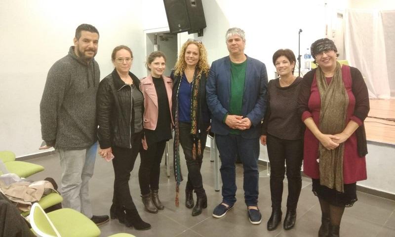 אורלי וילנאי וגיא מרוז עם צוות עבודה קהילתית ומחזיק התיק, חבר המועצה שמוליק בר דאנזאן