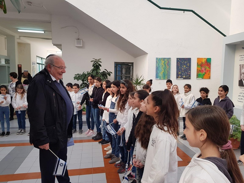 רחמים מלול בביקור בבית הספר בן-צבי