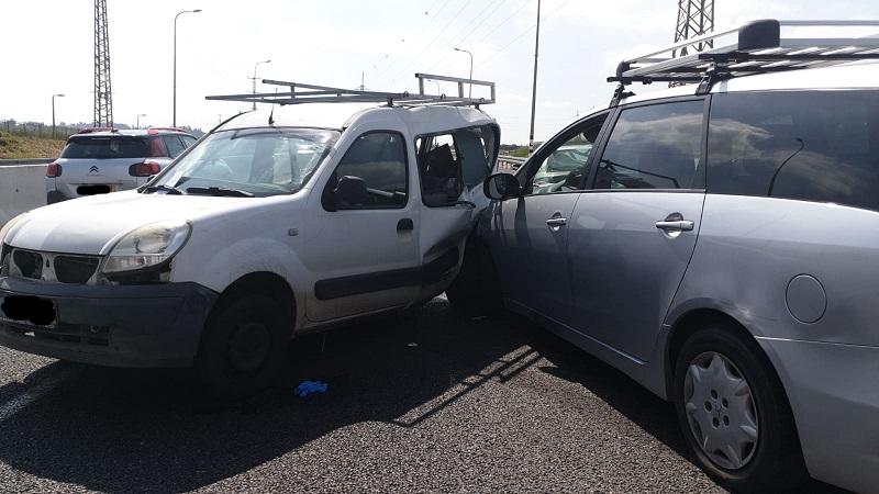 זירת התאונה בכביש 411 (צילום: דוברות איחוד הצלה)