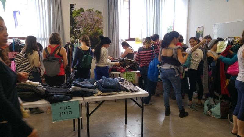 """מסיבת החלפת בגדים במרכז הקהילתי בשדרות ח""""ן"""