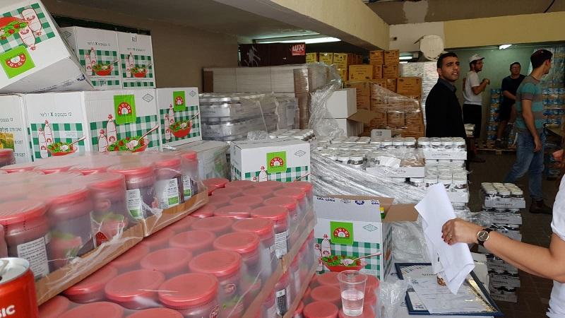 """מזון שנתרם על ידי רשת """"יוחננוף"""" לפרויקט """"משפחה אחת"""""""