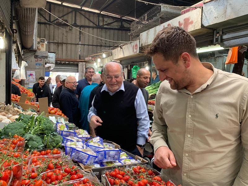 רחמים מלול ויניב מרקוביץ' בשוק העירוני