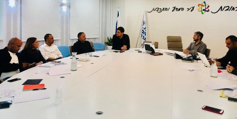 הוועדה העירונית לאיכות הסביבה ולקיימות בישיבה עם ראשי האגפים בעירייה