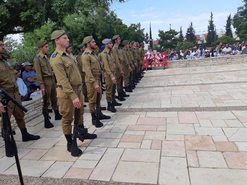 טקס הזיכרון בבית העלמין הצבאי ברחובות