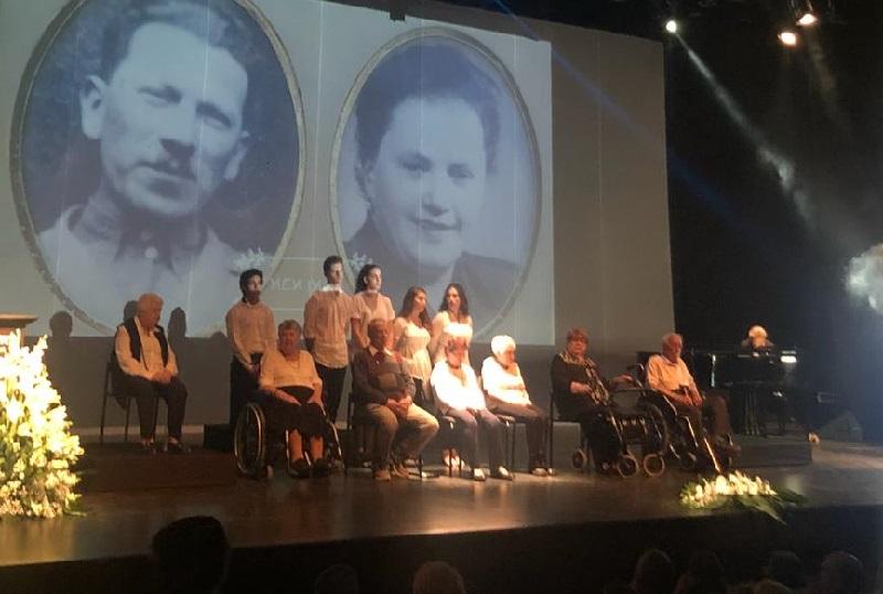 ששת ניצולי השואה מדליקי נרות הזיכרון