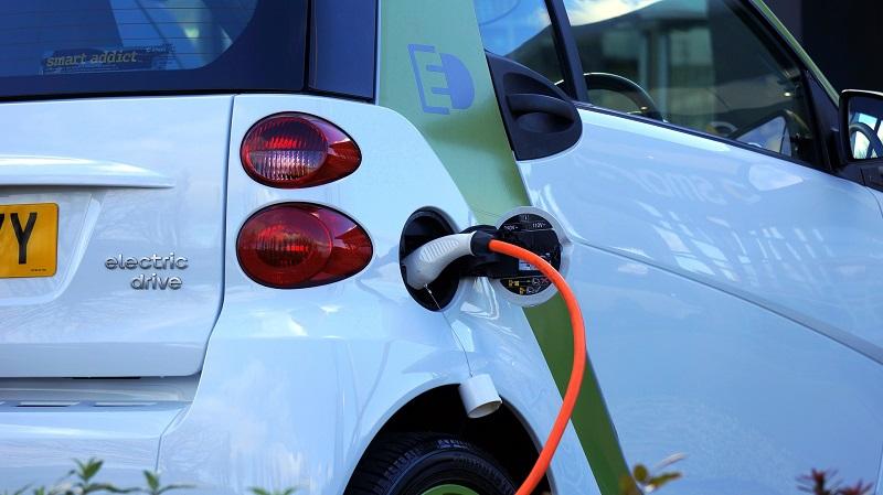 טעינת רכב חשמלי (צילום אילוסטרציה)