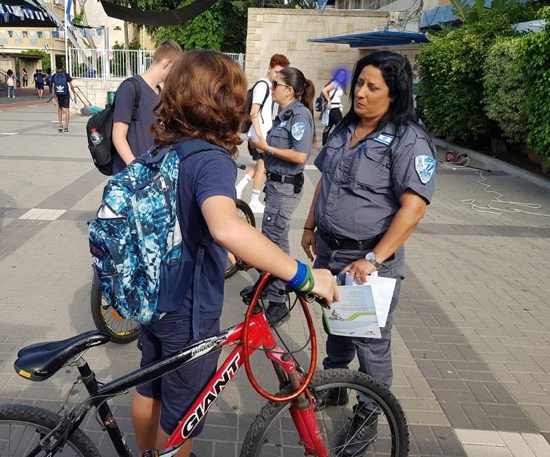 מבצע אכיפה והסברה כנגד רכיבה על אופניים חשמליים שלא על פי חוק