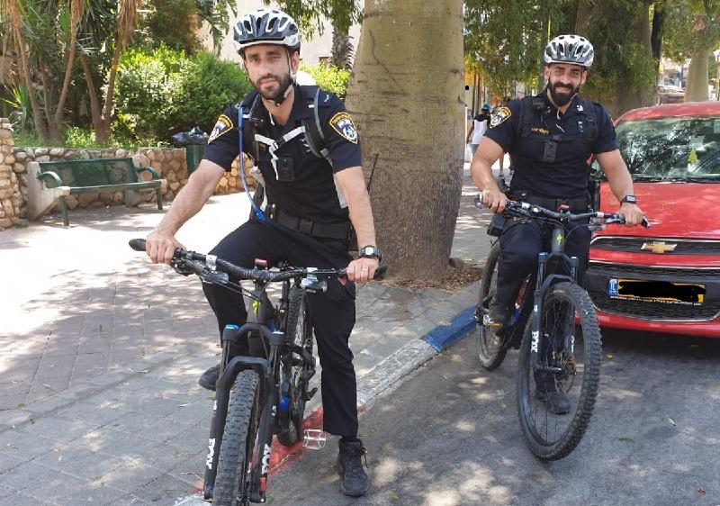 שוטרי סיור מתחנת רחובות רכובים על אופניים (צילום: אולפני רחובות)
