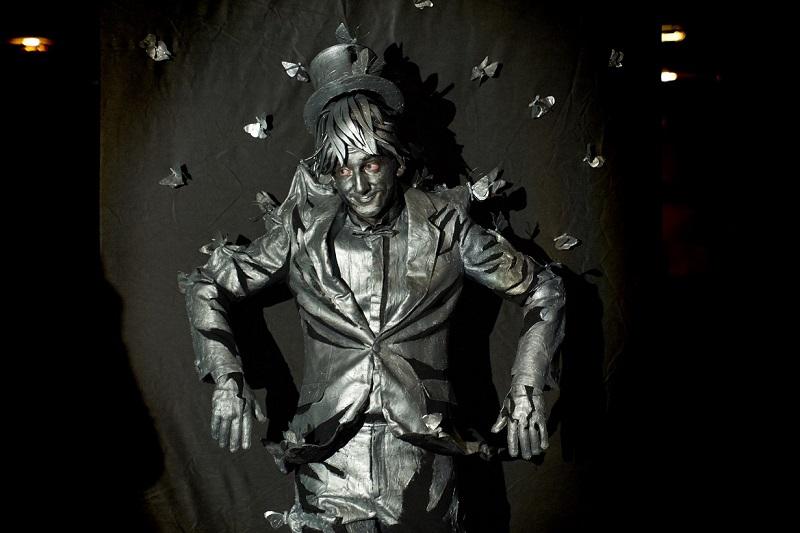 פסל חי מאוקראינה, אדם עם פרפרים
