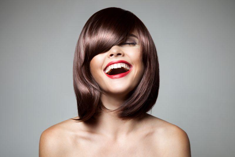 החלקת שיער ברחובות. תמונה ממאגר Shutterstock - yuriyzhuravov