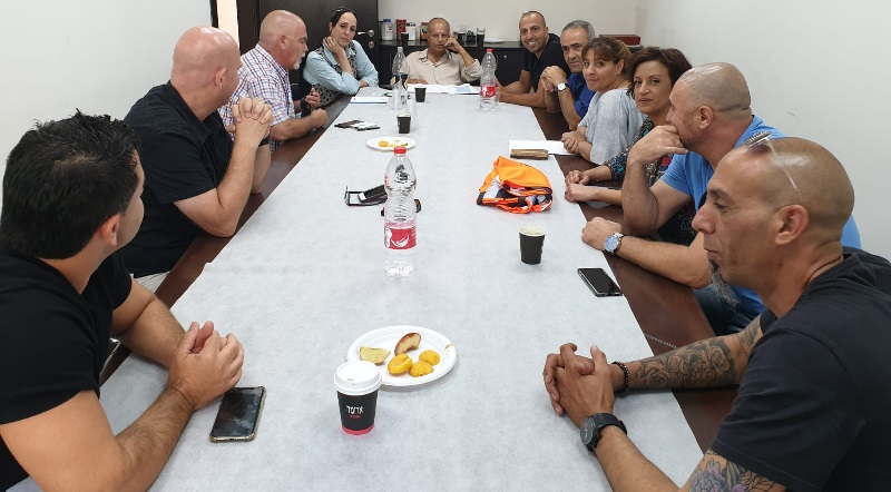 ישיבה מיוחדת שהתקיימה במרחב רחובות בהסתדרות עם נציגות העובדים של החברה העירונית ורשת חוויות