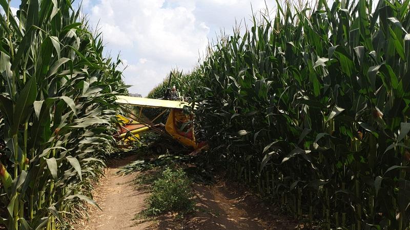 המטוס הקל שהתרסק בשטח פתוח בקיבוץ שילר (צילום: דוברות איחוד הצלה)