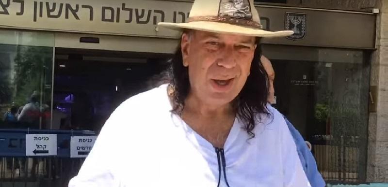 עמי פינשטיין בצאתו מבית המשפט בראשון לציון