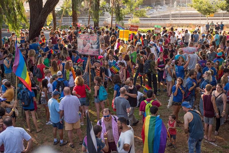 מצעד הגאווה הראשון ברחובות (צילום: דניאל דידי יוסף)