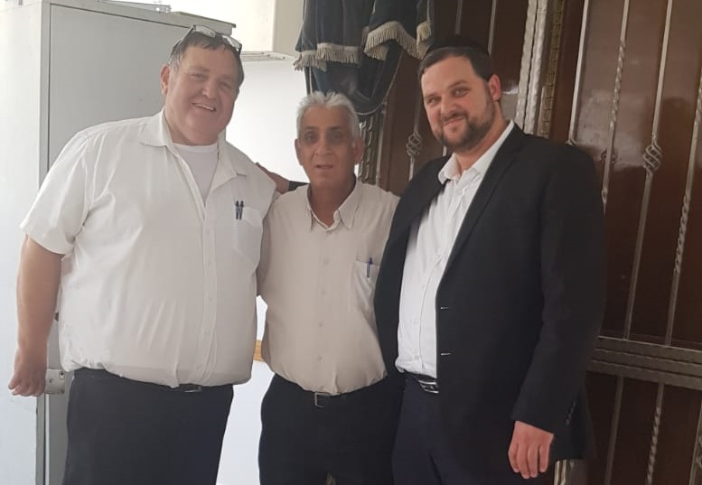 """משמאל: עו""""ד אבי מוזס, שמואל מצרפי והרב מאיר פנט"""