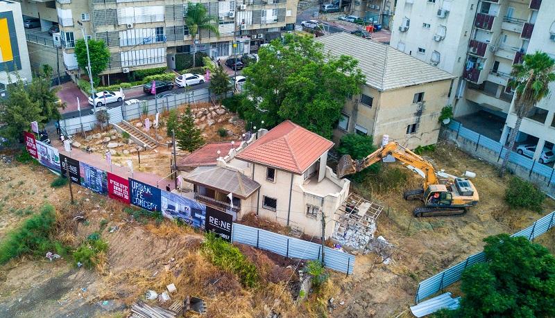 הריסת בניינים ישנים ברחוב טלר ברחובות (צילום: יובל אסף)
