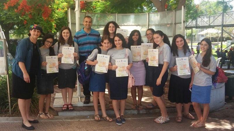 """תלמידות תכנית מצוינות בבית החינוך אמי""""ת הלל"""