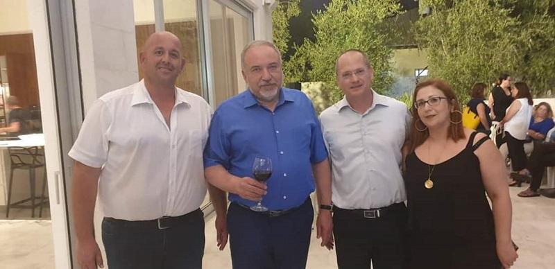 משמאל: אורן אבלה, אביגדור ליברמן, עודד פורר וקארין ברגינסקי