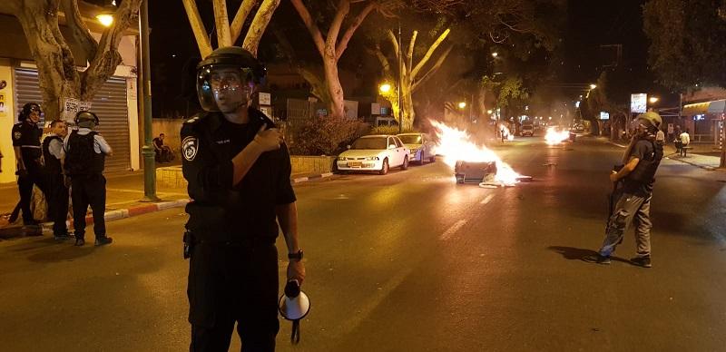 מפקד משטרת רחובות, סגן ניצב שרון מנור, במהלך מחאת האתיופים ברחובות