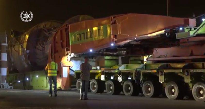 שינוע מטען חורג (צילום: דוברות המשטרה)