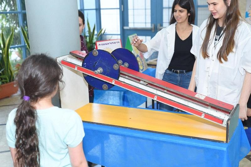 פעילות מדעית לילדים באשכול פיס רחובות