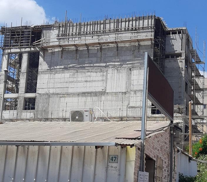 אתר הבנייה שבו נמצאו ליקויים ברחוב מנשה קפרא