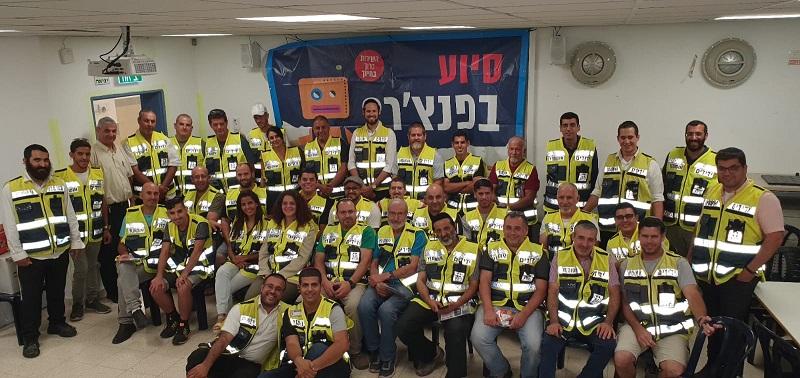מתנדבי ארגון ידידים באזור השפלה (צילום: דוברות ידידים)