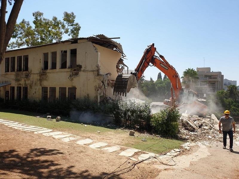 הריסת מבנים ישנים בקרית החינוך דה שליט