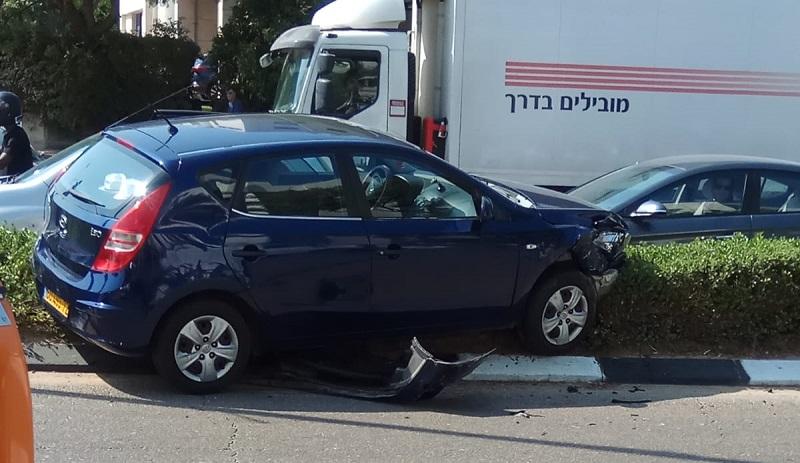 תאונת דרכים ברחוב המדע פינת הופמן ברחובות
